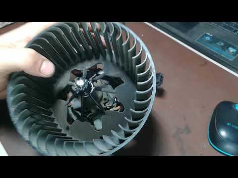 Замена щеток моторчика печки BMW X5 2005 год снятие крыльчатки с мотора