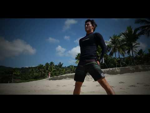 Pro Surfer: Flavio Nakagima, surfando em São Pedro