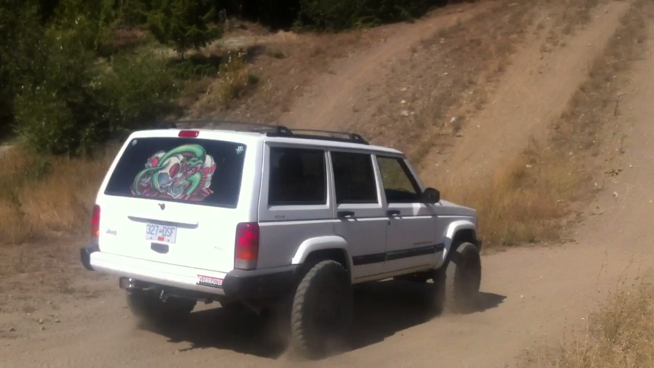 hight resolution of cherokee xj 3 lift and 31 s