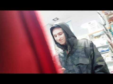 нападение на блогера пытались отнять видеокамеру и вытащить на улицу «Титýшки» ПОЧТА РОССИИ 111024