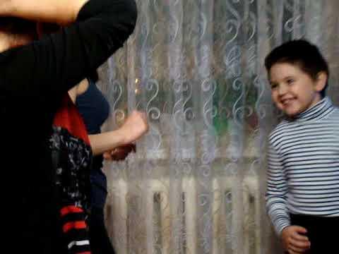Смотреть клип Рок-н ролл в исполнении пятилетнего Артёма. онлайн бесплатно в качестве