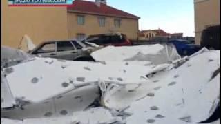 Ураган в Крыму разрушает дома и топит корабли(В Симферополе из-за сильного ветра с многоэтажки по ул.Ростовской сорвало облицовочную «шубу». Весь сорван..., 2014-10-26T14:32:34.000Z)