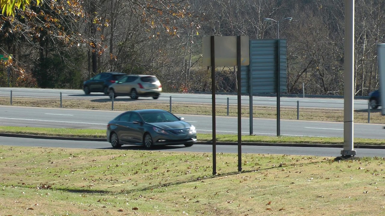traffic on I-40 near Smith County I-40 Rest Area and Welcome Center in  Tennessee