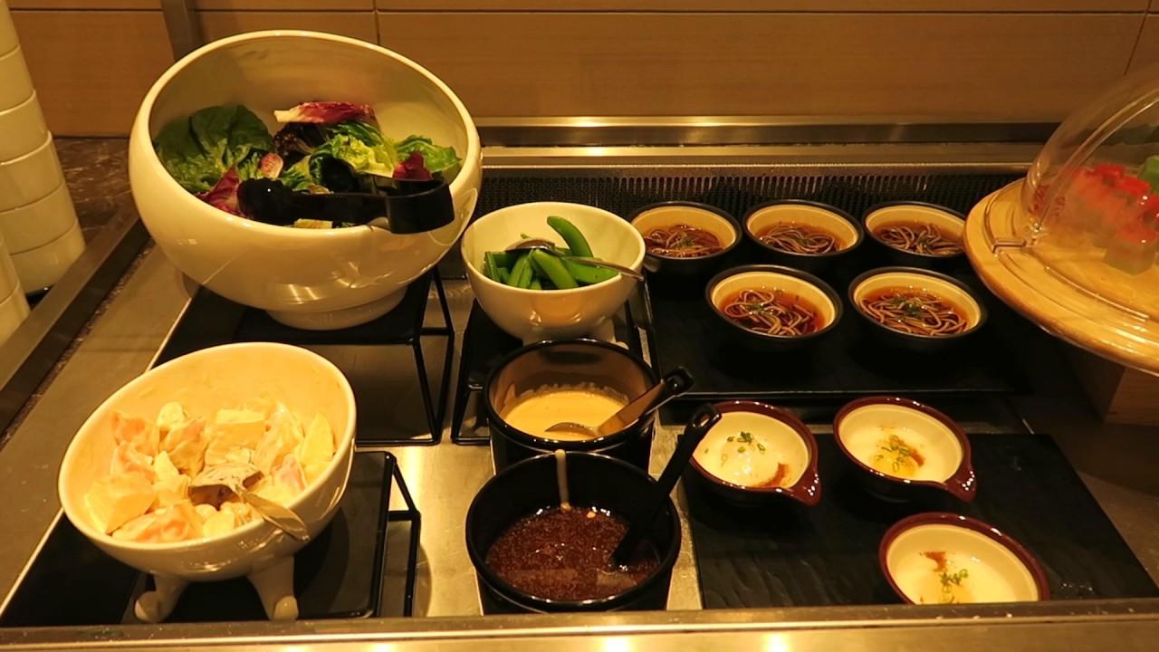 Plaza Premium Lounge (Singapore Changi Airport) Review