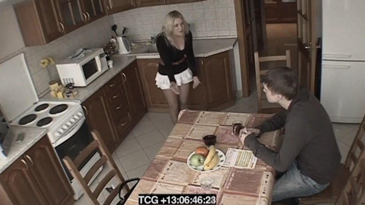 другом трахается с русская мужа блонда жена