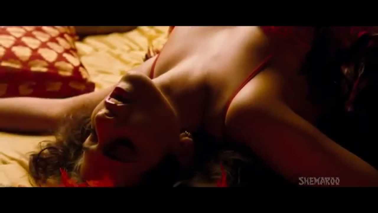 Vidya Balan Sexy Scence