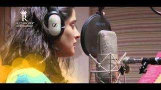 Download Hindi Video Songs - Priya Bapat Latest Hit Rain Song | Tu Ani Paus... |  Feeling Teaser