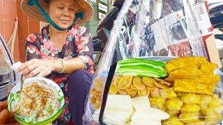 Gánh Bánh Đúc Lá Dứa '5 vị' hơn 20 năm hút khách bởi nước cốt dừa cực ngon