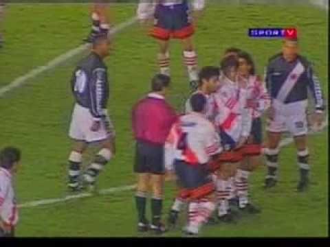 Gol de Juninho Pernambucano contra o River Plate (1998)