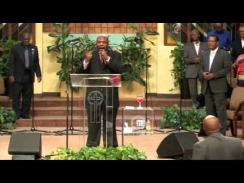 Supt. James P. Weaver, III preaching at West Angeles COGIC