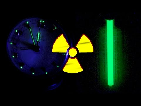 radioluminescence / scintillations from H-3 (Tritium) vs. Radium (Ra-226) - highly radioactive!