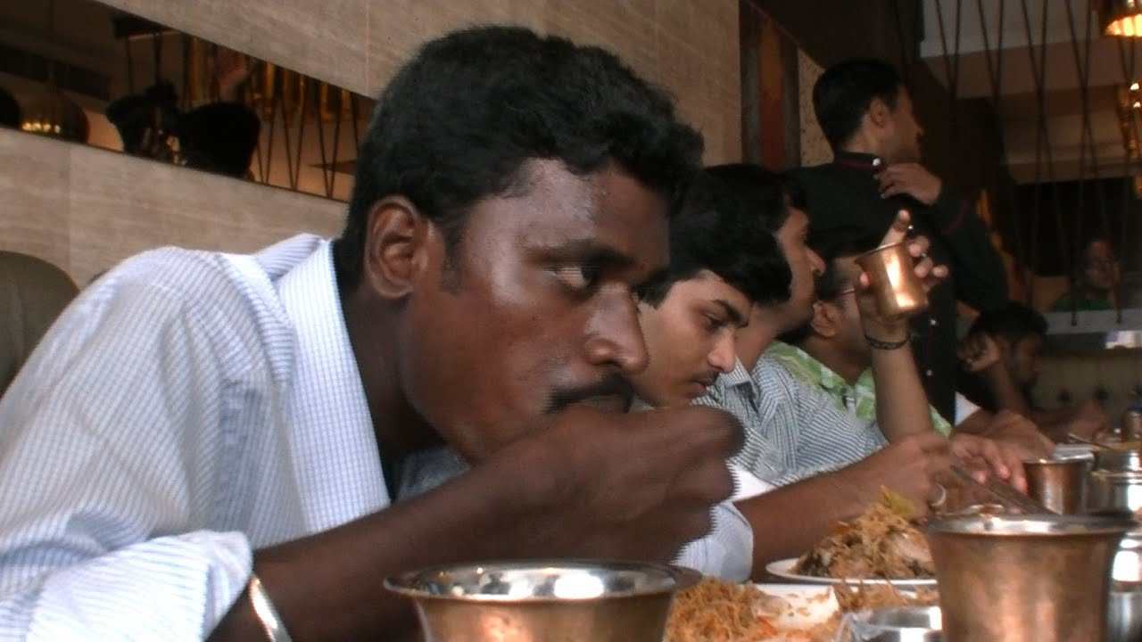 how to eat food in tamil