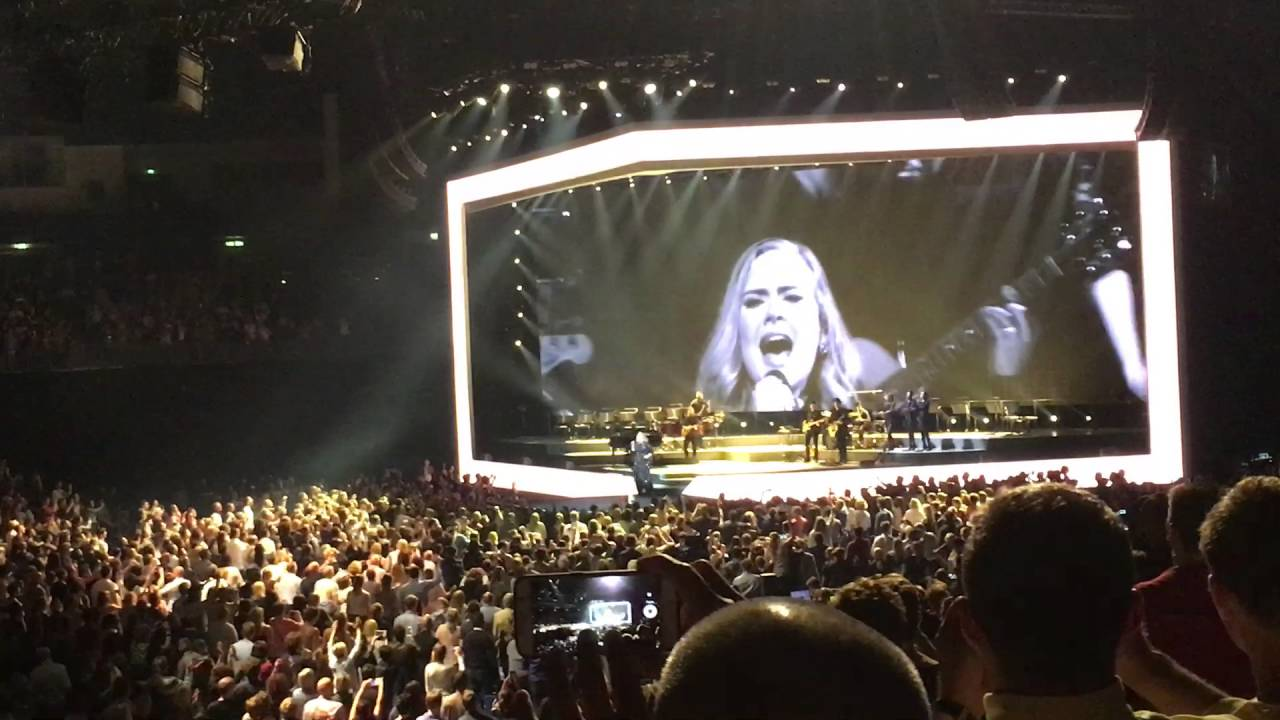 adele rolling in the deep mercedes benz arena berlin. Black Bedroom Furniture Sets. Home Design Ideas
