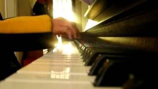 Nhớ người Paris - NT Ngọcdiễm chơi piano một cách đơn sơ nhất.