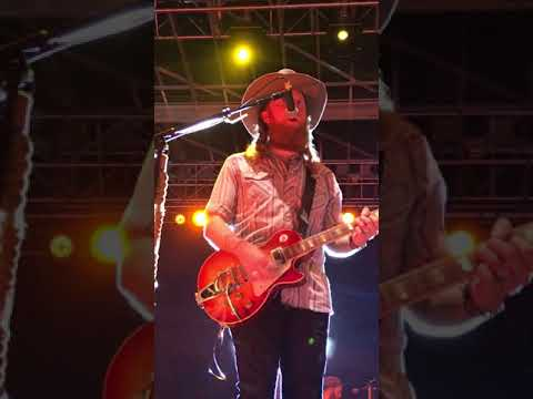 """Brothers Osborne, """"Pushing Up Daisies"""" live from Auburn, AL!"""