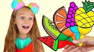 Nastya hace helado de frutas