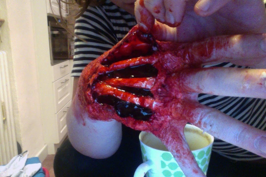 Halloween Make Up Tutorial: Special effects: How to make a scary ...