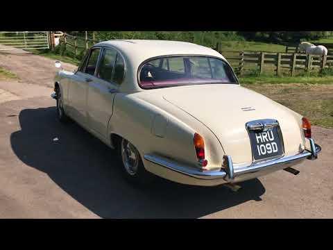 Daimler 420 Sovereign 1966 - Bradley James Classics
