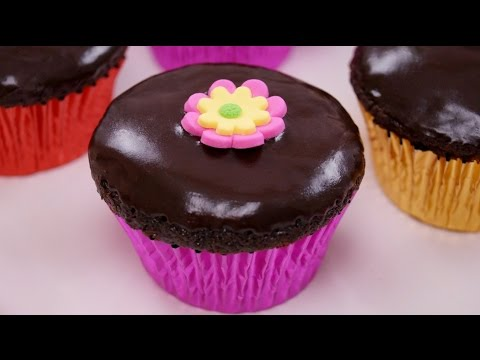 Chocolate Cupcakes Recipe With Chocolate Ganache Frosting: How To: Dishin With Di  # 156