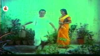 Download Video Bhanu Priya Tries To Flirt With Suman - Romantic Love Scene - Chadastapu Mogudu Movie Scenes MP3 3GP MP4