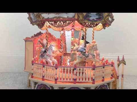 1992 Enesco Small World of Music Carousel Royale Deluxe Lighted Musical EUC RARE