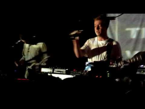 Mount Kimbie Live Blood and Form