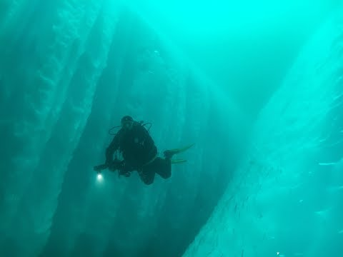 Greenland: diving along Icebergs
