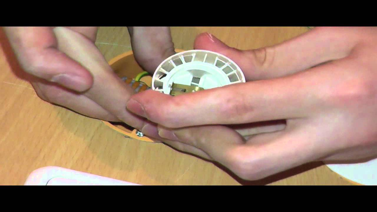 Elektroinstallation Teil 8 Eine Baufassung anschließen - YouTube