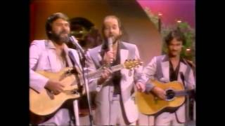 Glen Campbell with The Statler Brothers - Flowers on the Wall (1982)