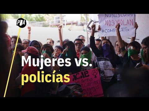 Mujeres protestan contra policías acusados de violación