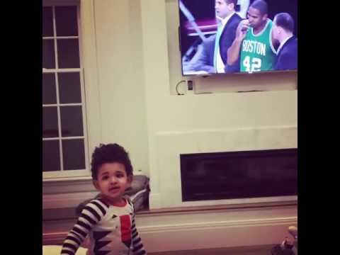 Hijo de Amelia Vega y Al Horford celebra jugada de su padre con ¡Good job papá!