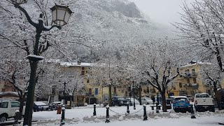 Французская деревня. Снежный день.