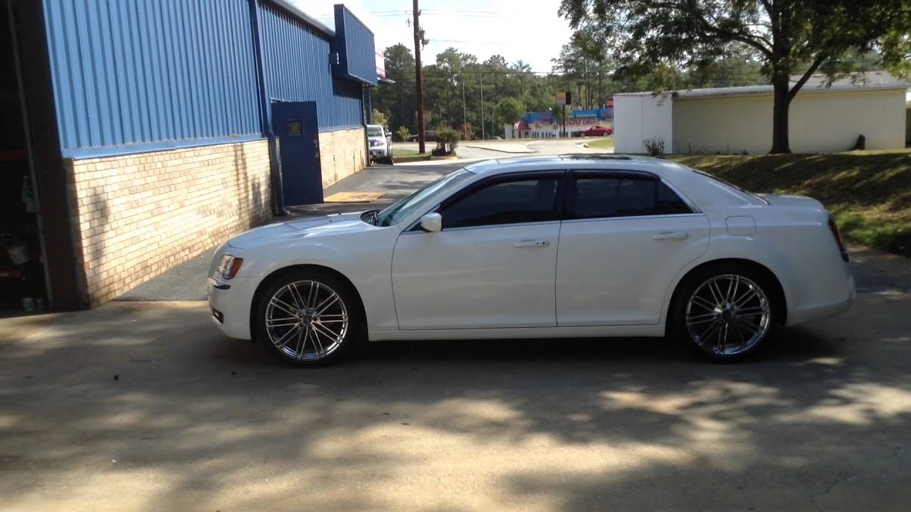2014 Chrysler 300 on 22's @ Rimtyme Jonesboro GA - YouTube