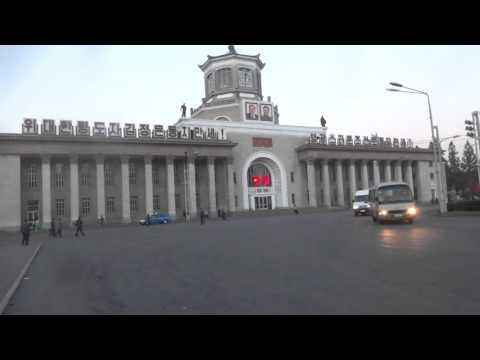 North Korea: Morning Music in front of Pyongyang Station 北朝鮮:早朝の平壌駅前