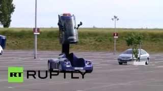 Во Франции показали электромобиль с кабиной-лифтом