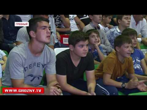 Глава Чечни посетил финальные бои международного турнира по боксу