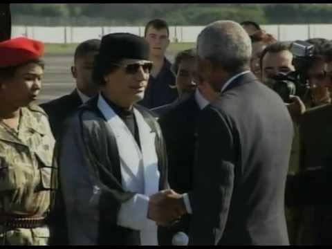 Nelson Mandela meets Libyan leader, Muammar Gaddafi