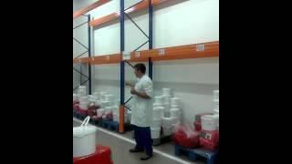 Технология производства косметики на заводе Орифлейм в Нагинске(Идеальная чистота на заводе Орифлейм в Ногинске под Москвой - любительская съемка. Как производят помаду..., 2015-08-01T02:33:01.000Z)