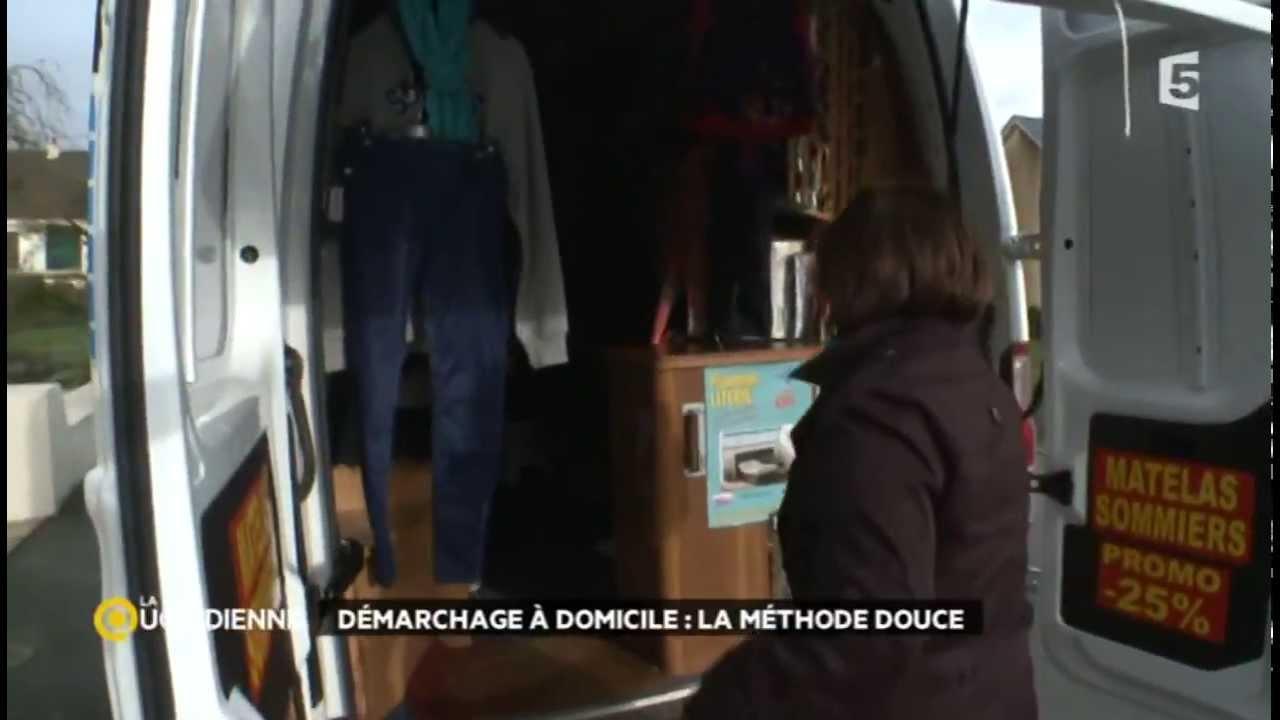 magasins bleus le pr t porter sur le pas de sa porte. Black Bedroom Furniture Sets. Home Design Ideas