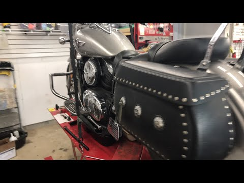 Kawasaki Vulcan oil changes. Do you know about the screen?
