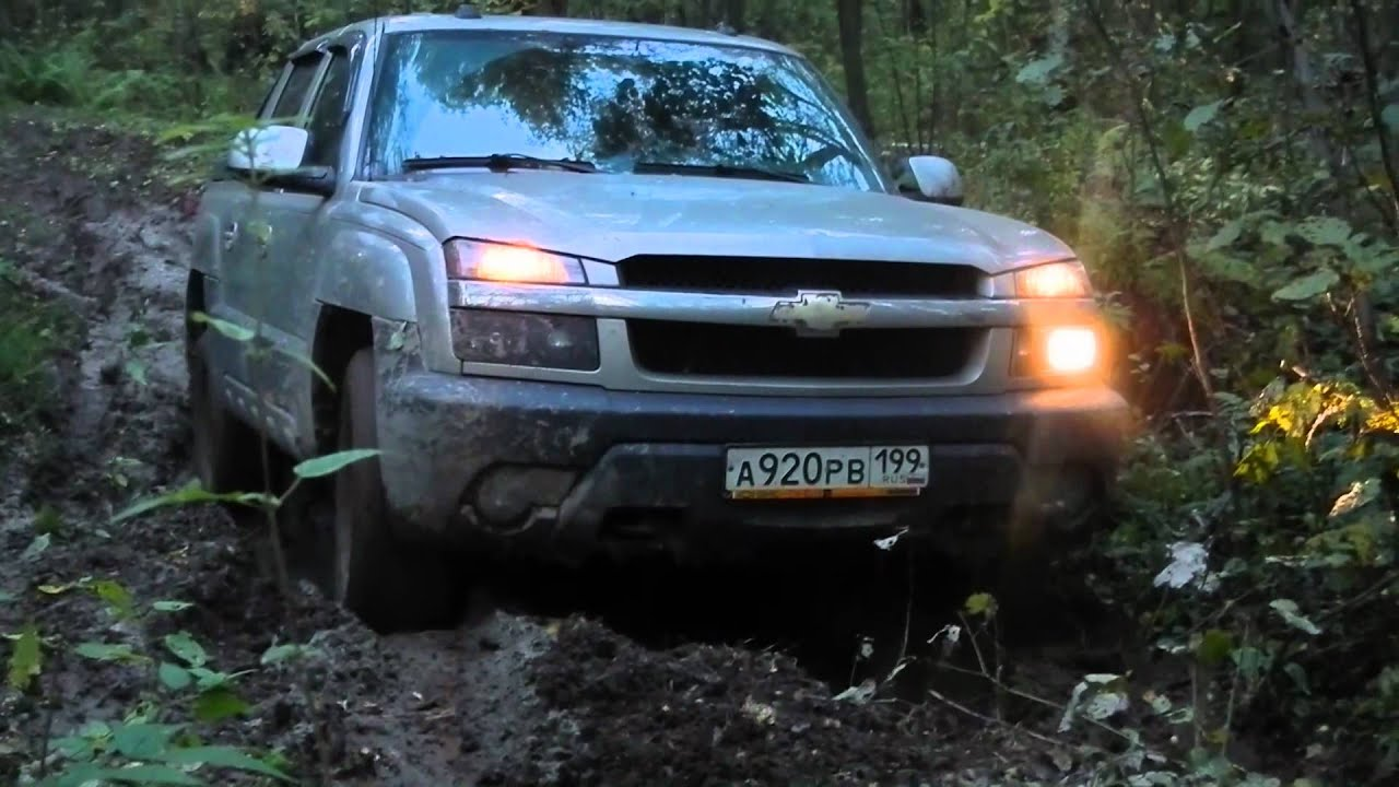 1990 Chevy K5 Blazer >> Chevy Blazer K5 and Chevy Avalanche in lil mud - YouTube