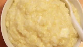Papinha de ovo com mandioca, arroz integral, amendoim, cebolinha, pepino e vinagre balsâmico