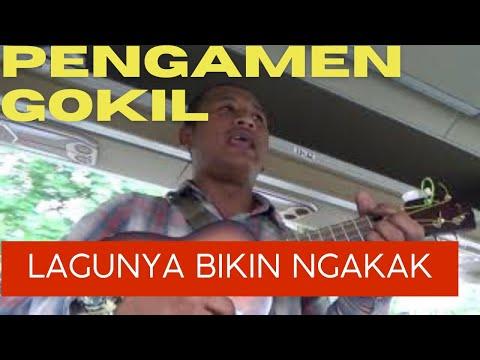 Lihat aksi pengamen jalanan di jalan Kopo Bandung,lagunya bikin ngakak
