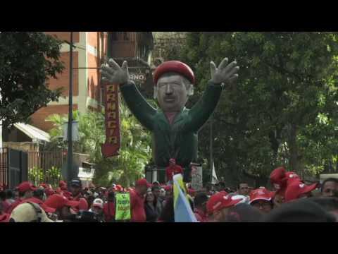 OPOSICIÓN Y OFICIALISMO SE MOVILIZAN EN VENEZUELA