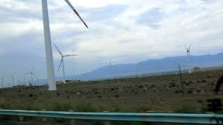 新疆旅遊:導遊講解檢查站不要拍照、不要錄影。吐烏大高速公路高等級公路。新疆區間測速流動測速。吐魯番笑話。 【附文字簡稿、影片說明】新疆旅游:导游讲解检查站不要拍照、不要录影。吐乌大高速公路高等级公路。