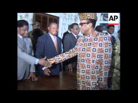 ZAIRE: PRESIDENT MOBUTU TRIES TO ESTABLISH A CRISIS GOVERNMENT