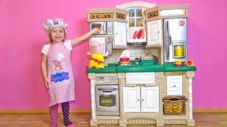 Свинка Пеппа ИГРАЕМ В ПОВАРА на новой детской кухне Peppa Pig toys Свинка Пеппа на Русском 2016(Свинка Пеппа на новой детской кухне. Играем в повара с новыми игрушками и Свинкой Пеппой. Развивающее видео..., 2016-10-13T06:25:32.000Z)