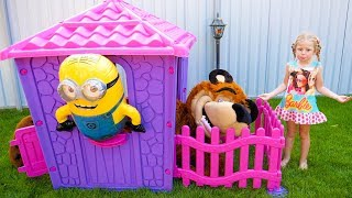 Stacy and daddy pretend play with new playhouse for toys