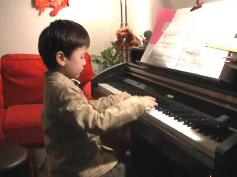 4year old plays the Entertainer