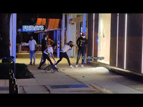 Looters break into stores Magnificent Mile Chicago August 2020